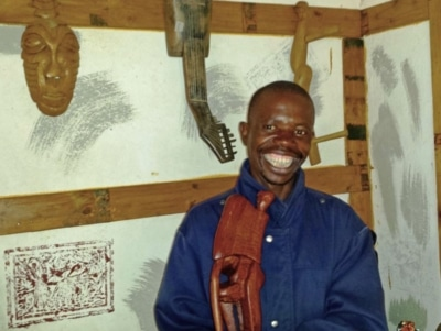 Head & Shoulder picture of Limpopo artist Lucky Ntimani inside his gallery of wood carvings