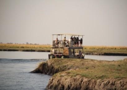 River cruise on a tailored safari